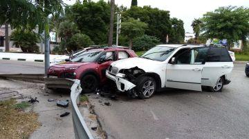 Los dos vehículos tras el choque en la huida