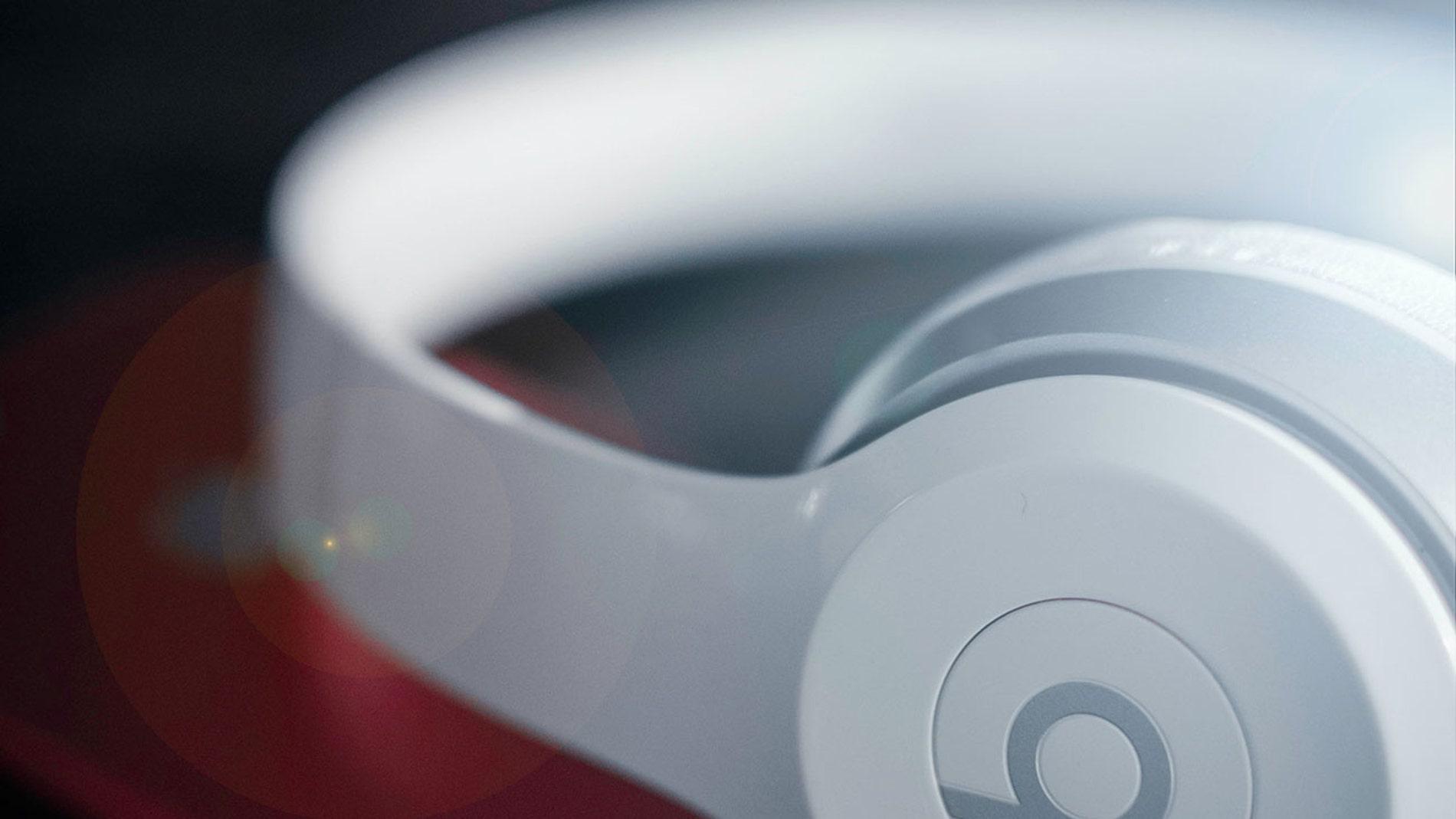 Auriculares de diadema Beats, propiedad de Apple
