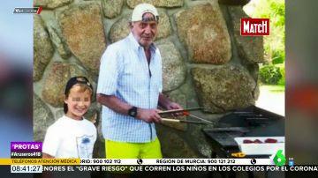 La imagen inédita del rey Juan Carlos de barbacoa con el hijo de Corinna: en camisa, gorra y castellanos