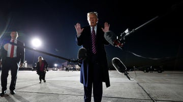 El presidente de los Estados Unidos, Donald Trump, se dirige a los medios de comunicación