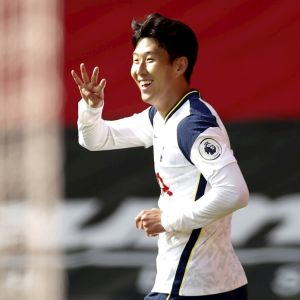 Heung-Min Son celebra un gol con el Tottenham