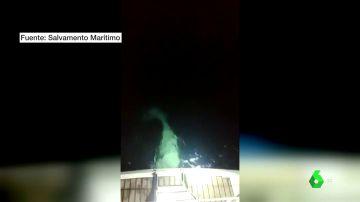 Imagen de archivo de una orca atacando un velero