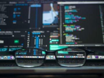 """'Hackers' éticos, profesionales en seguridad informática de """"sombrero blanco"""""""