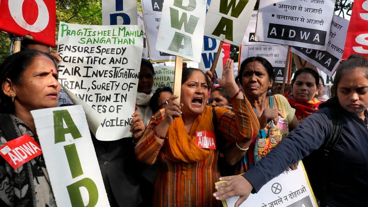 Protesta en Nueva Delhi contra la violencia machista tras la violación y asesinato de una joven