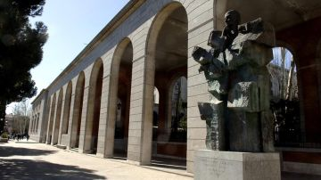 Estatua de Largo Caballero en el Paseo de la Castellana de Madrid