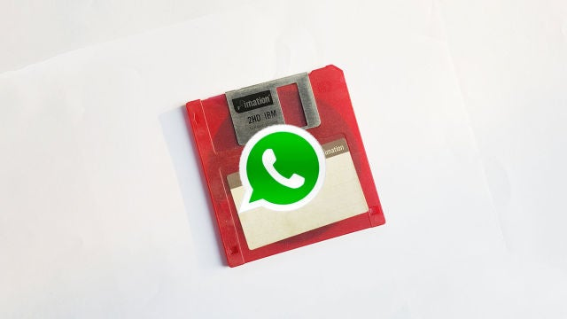 Disquete con el icono de WhatsApp