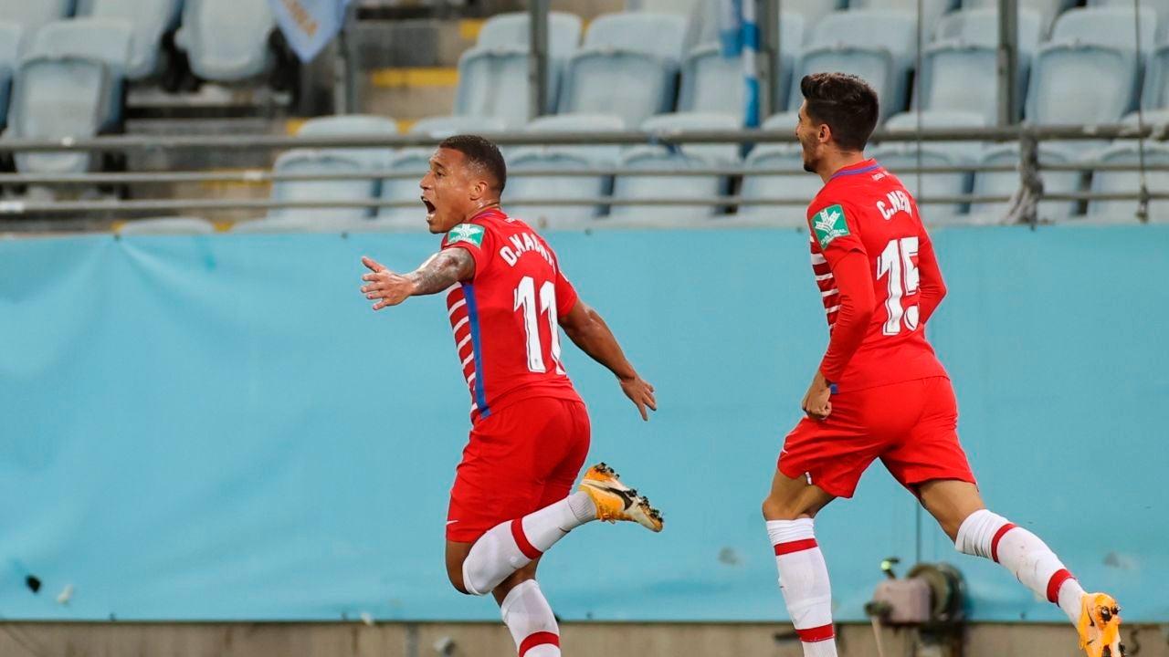 Jugadores del Granada celebran un gol