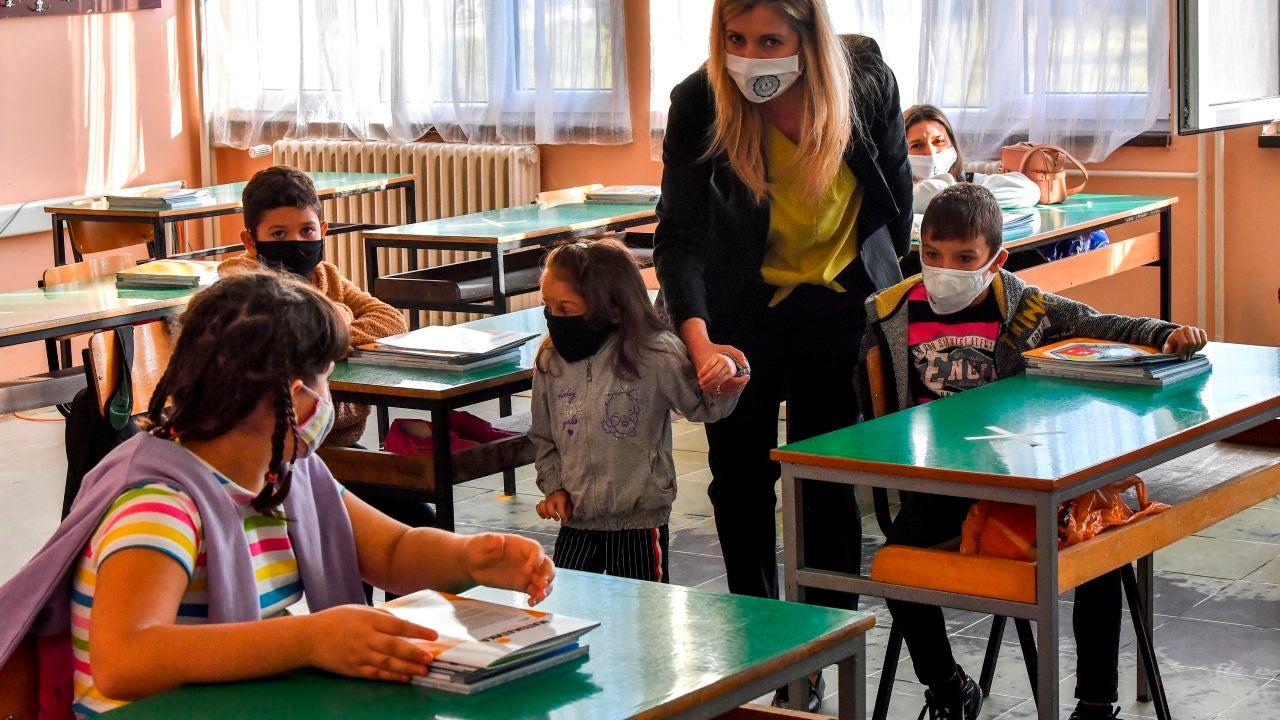 Día Mundial de los Docentes en época COVID: la incertidumbre de ser maestro en plena pandemia