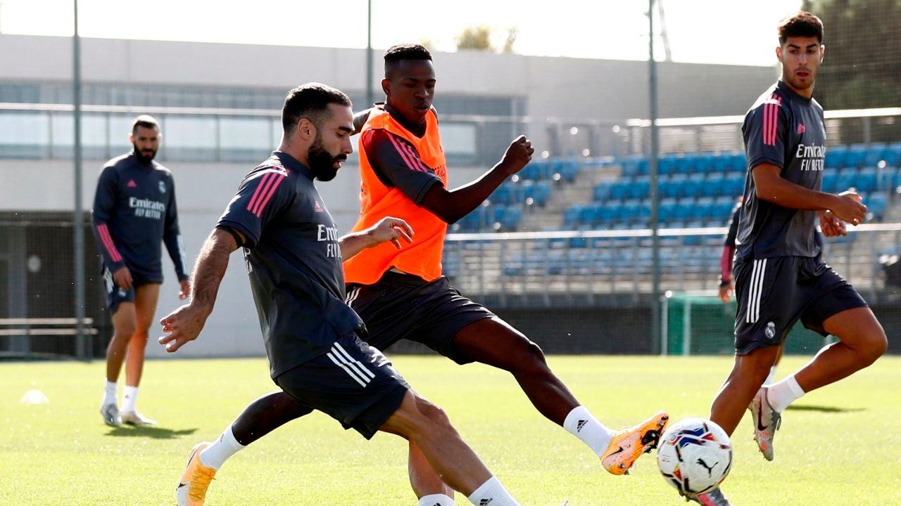 Dani Carvajal, emparejado con Vinicius en un entrenamiento