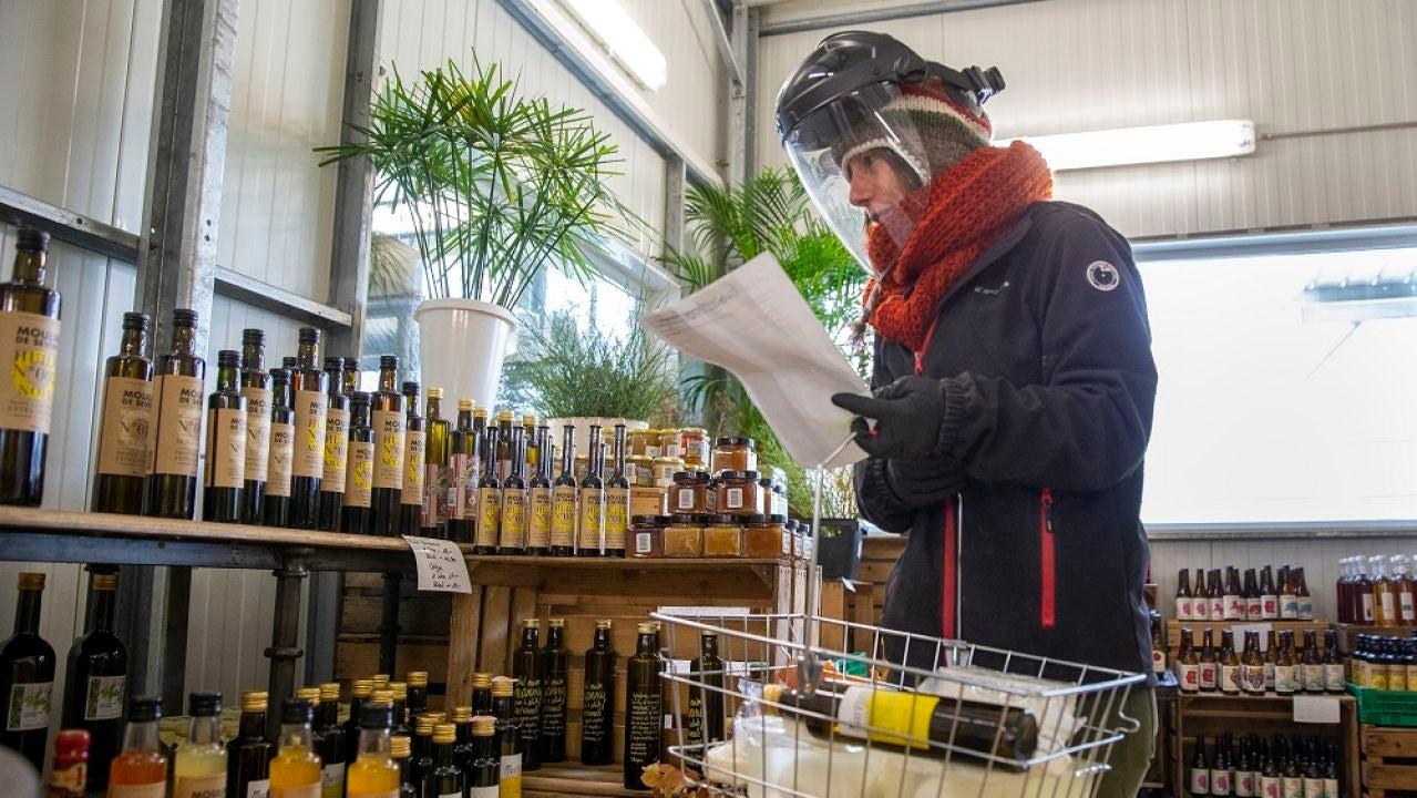 Imagen de una persona en un supermercado de Ginebra