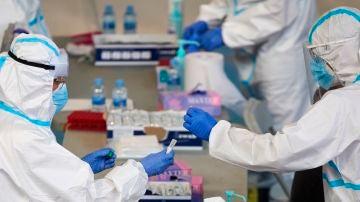 Personal sanitario realizan pruebas PCR