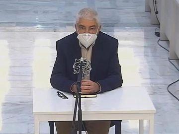 El expreso de ETA arrepentido José Miguel Latasa durante el juicio en su contra en la Audiencia Nacional de Madrid.