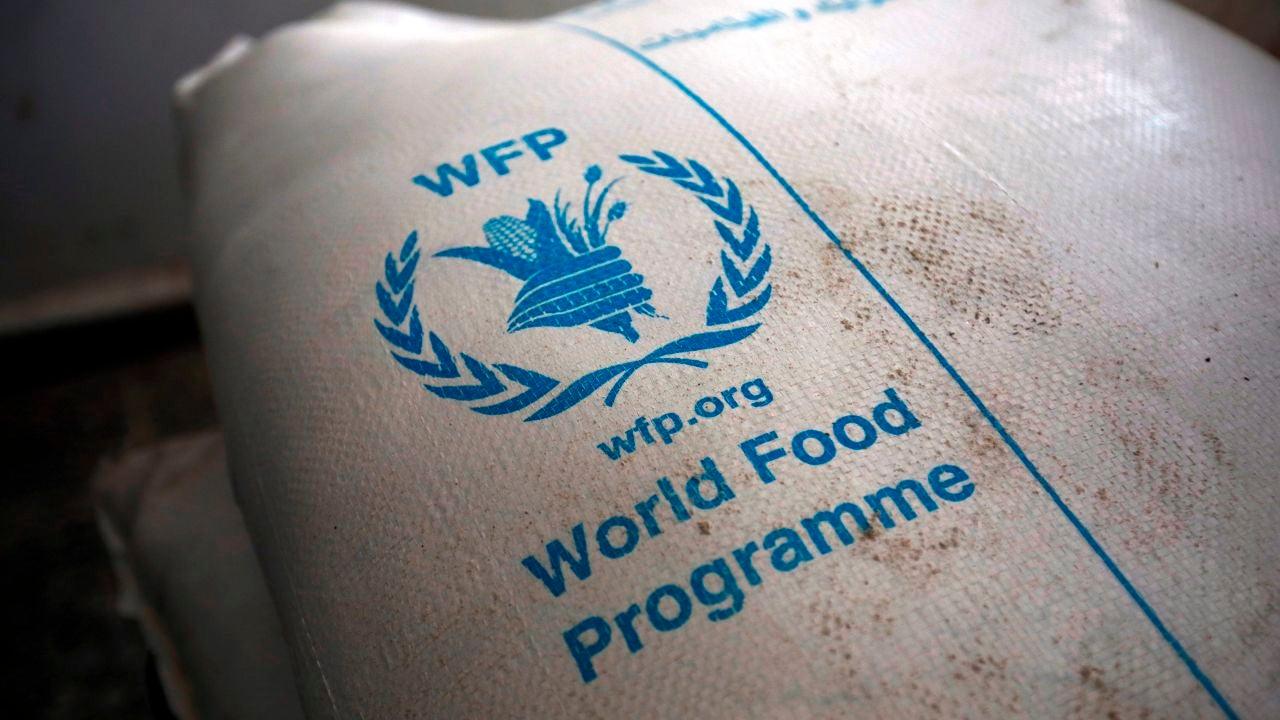 Un saco del Programa Mundial de Alimentos (PMA) en un centro de distribución de ayuda en Sana'a, Yemen, el 11 de febrero de 2020