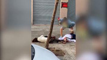 """Brutal paliza de un hombre a una pareja en pleno centro de Tarragona: """"La va a matar"""""""