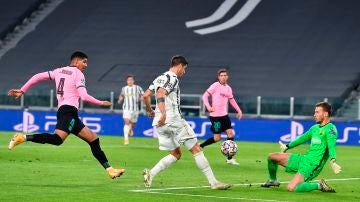 El VAR anuló hasta tres tantos a Álvaro Morata