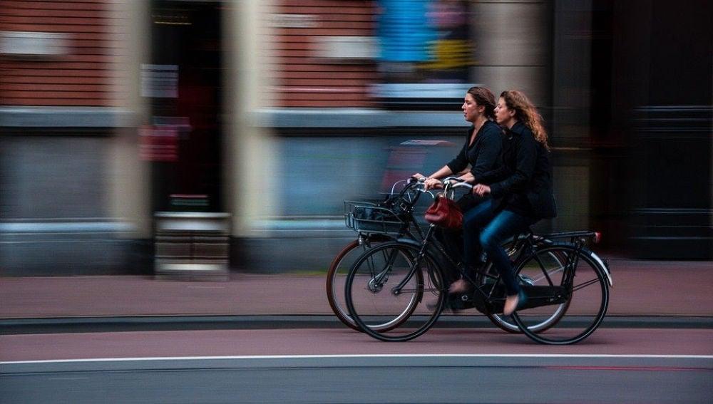 ¿Coche o ciclista? ¿Quién tiene prioridad en rotondas?