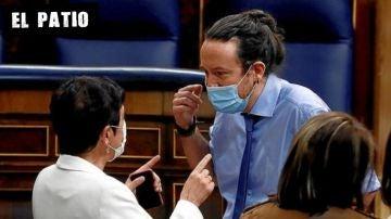Iglesias habla con la portavoz de EH Bildu en el Congreso