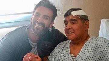 Diego Maradona, con Leopoldo Luque