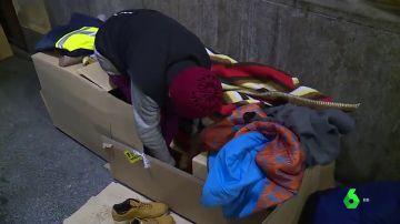 Imagen de una persona sin hogar