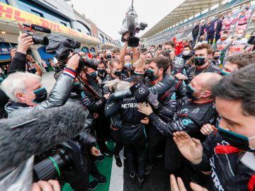 Lewis Hamilton logra su séptimo título