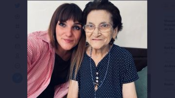 La cantante ha compartido una fotografía con su abuela Ángeles.