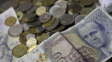 Imagen de archivo de un montón de pesetas en billetes y monedas.