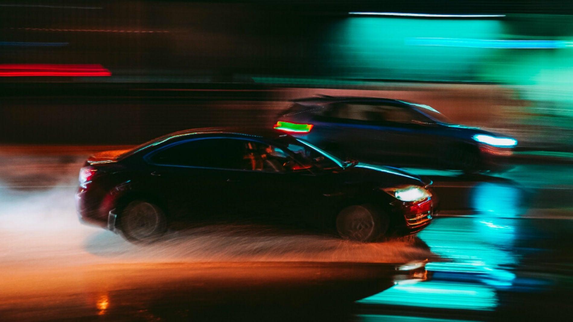 La menor visibilidad no ayuda a que se vean los coches oscuros en invierno