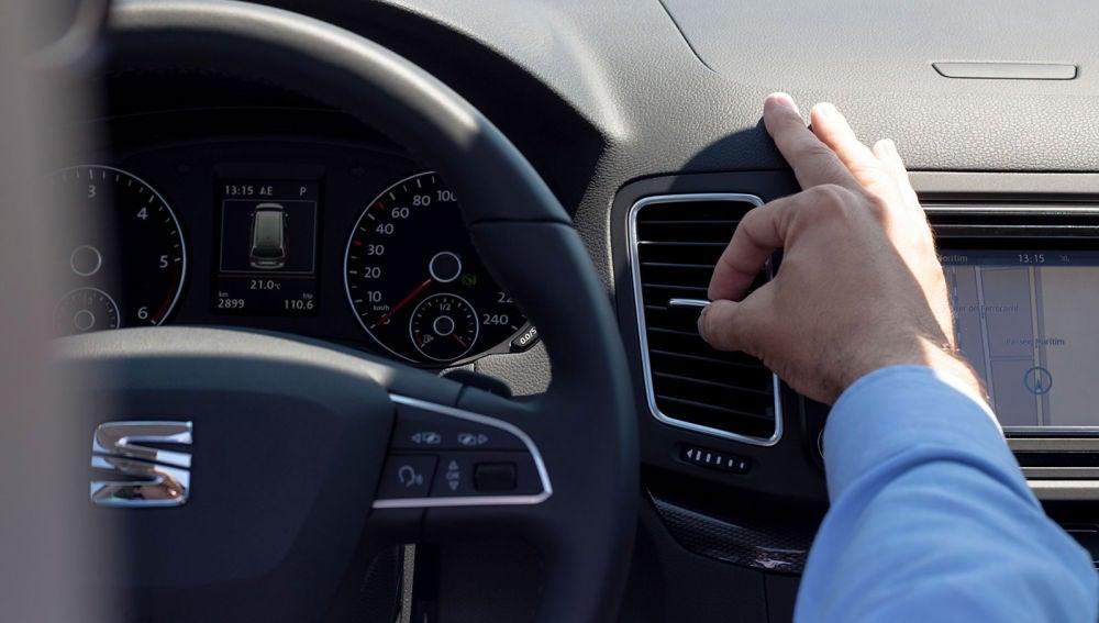 A nadie le gusta usar el aire acondicionado en invierno, pero es por el bien de tu coche