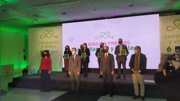 Foto de premiados y entregadores en los Premios Constantes y Vitales