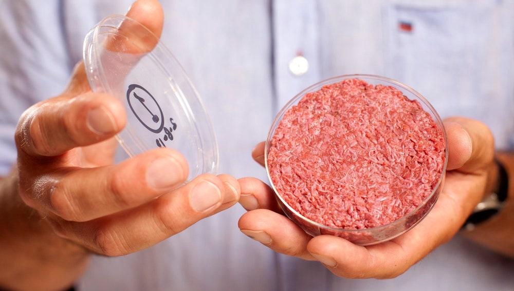 Hamburguesa fabricada en el laboratorio por la empresa Mosa Meat, fundada por Mark Post.