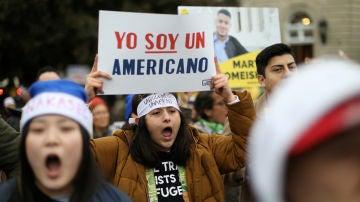 'Dreamers' protestan ante la congelación del programa DACA