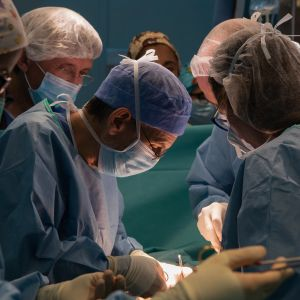 Equipo del Hospital Clínic de Barcelona que realizó el primer trasplante de útero en España