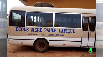 El autobús que una campaña solidaria ha conseguido para la aldea Sanghé de Senegal