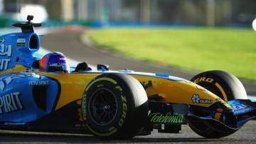 Fernando Alonso, en el R25