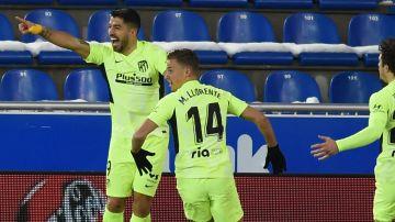 Luis Suárez celebra un gol del Atlético