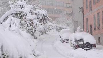 Temporal Álava, coches atrapados por la nieve