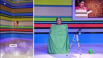 ¡Cristina Pedroche desaparece en pleno plató gracias a la capa de invisibilidad de Harry Potter!