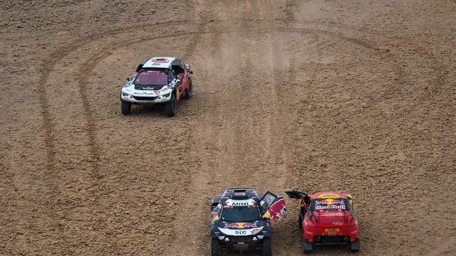Carlos Sainz se ha mostrado muy crítico con el Dakar