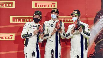Rossi, en el podio de las 12 Horas del Golfo