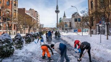 Más de 1.200 urgencias por caídas en el hielo en Madrid: algunos hospitales triplican su atención en traumatología
