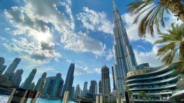 Vista de un complejo de rascacielos en Dubái, Emiratos Árabes.