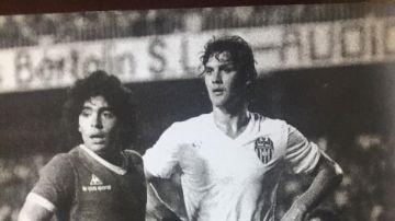 Manolo Botubot junto a Maradona