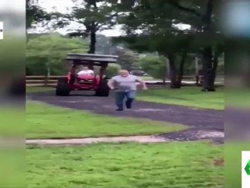 """Persigue con una excavadora a su vecino por un problema con la linde: """"Corre, gordo de mierda"""""""