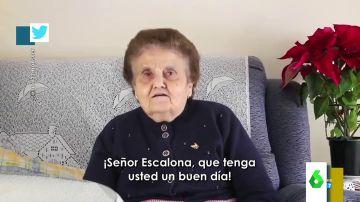"""El vídeo viral de Rosario, la abuela que reparte zascas a un youtuber que se metió con Extremadura: """"De la incultura también se sale"""""""