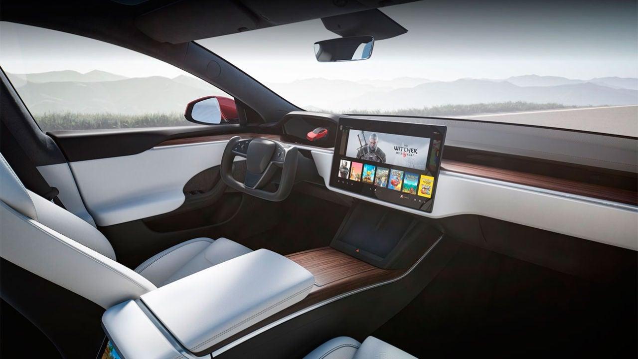 Los Tesla Model S y X estrenan volante futurista y la potencia de una PS5 para jugar en su pantalla