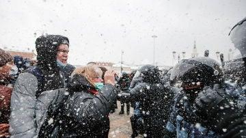 Protestantes y Policía, enfrentados bajo la nieve en Moscú por la liberación de Navalni