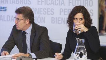 El presidente de la Xunta de Galicia, Alberto Núñez Feijóo y la presidenta de la Comunidad de Madrid, Isabel Díaz Ayuso
