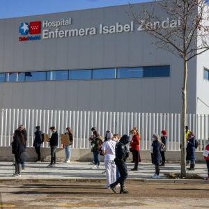 """Imagen de la manifestación de los sanitarios el pasado 24 de enero contra los """"traslados forzosos"""" al Zendal"""