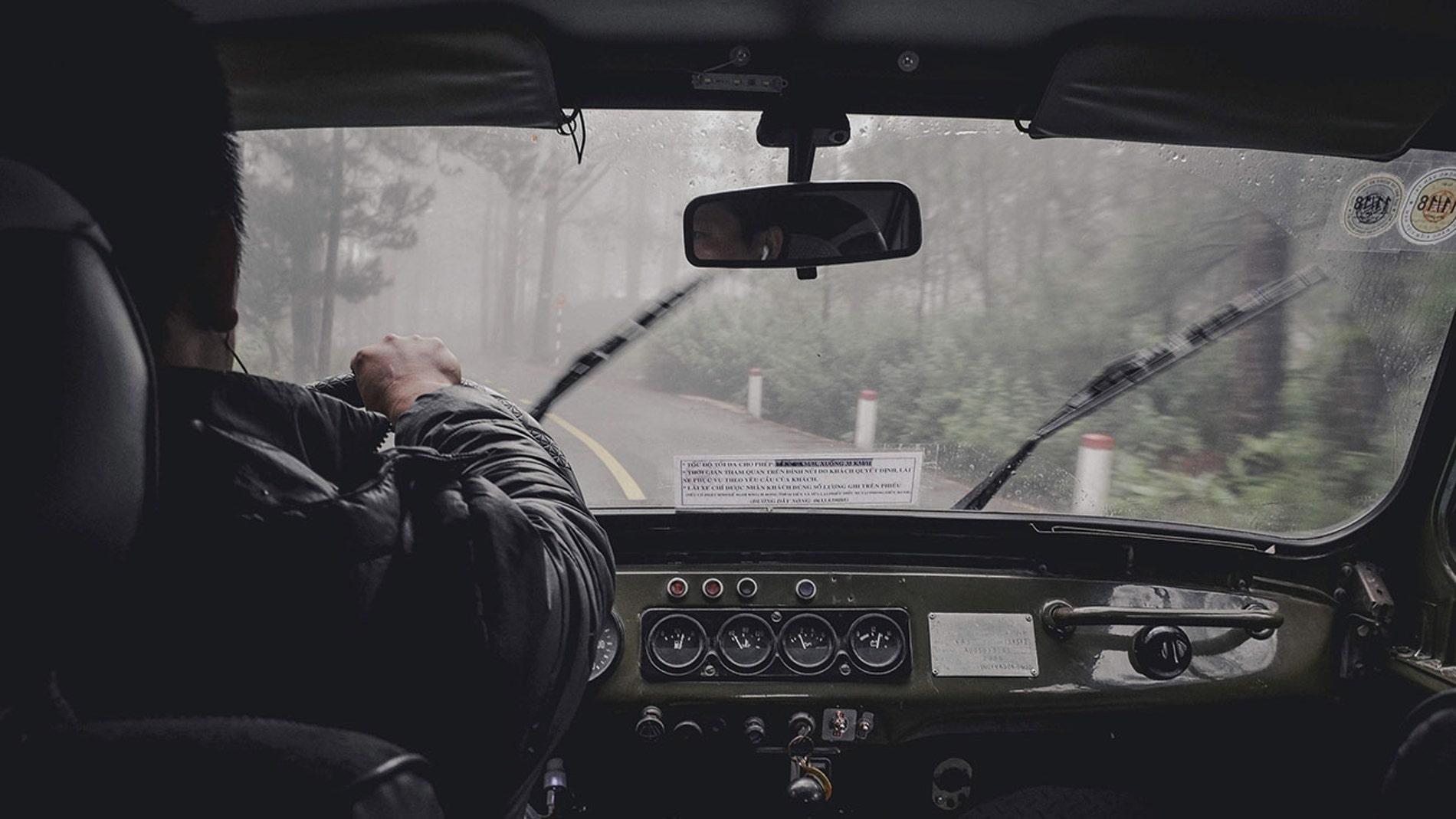 Conductor en furgoneta