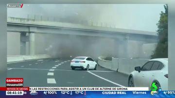 Esto es lo que ocurre cuando un camión cargado de fuegos artificiales explota en una carretera